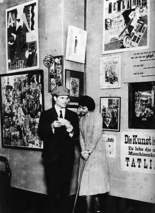 Raoul Hausmann et Hannah Höch au vernissage de la Foire internationale Dada, Berlin, 1920