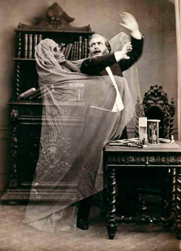 Photo : Eugène Thibault, 1863 - Henri Robin et le spectre, coll. Gérard Lévy, Paris