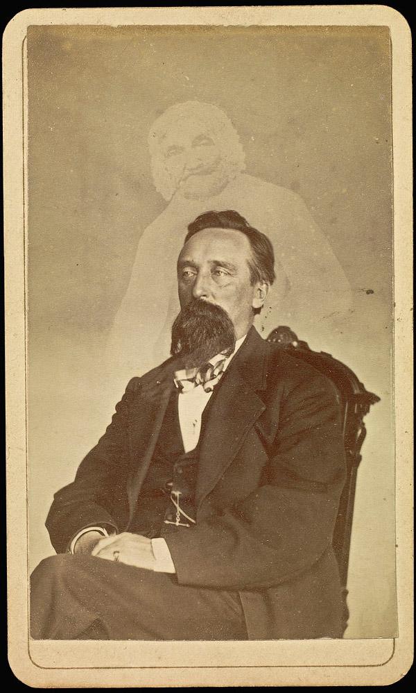 John J. Glover avec le fantôme de la vieille dame - Photographie : William H. Mumler